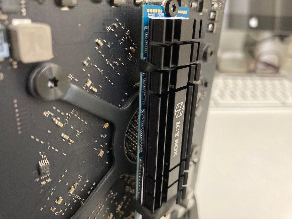 1 TB NVMe SSD mit Kühlkörper in MacPro6,1